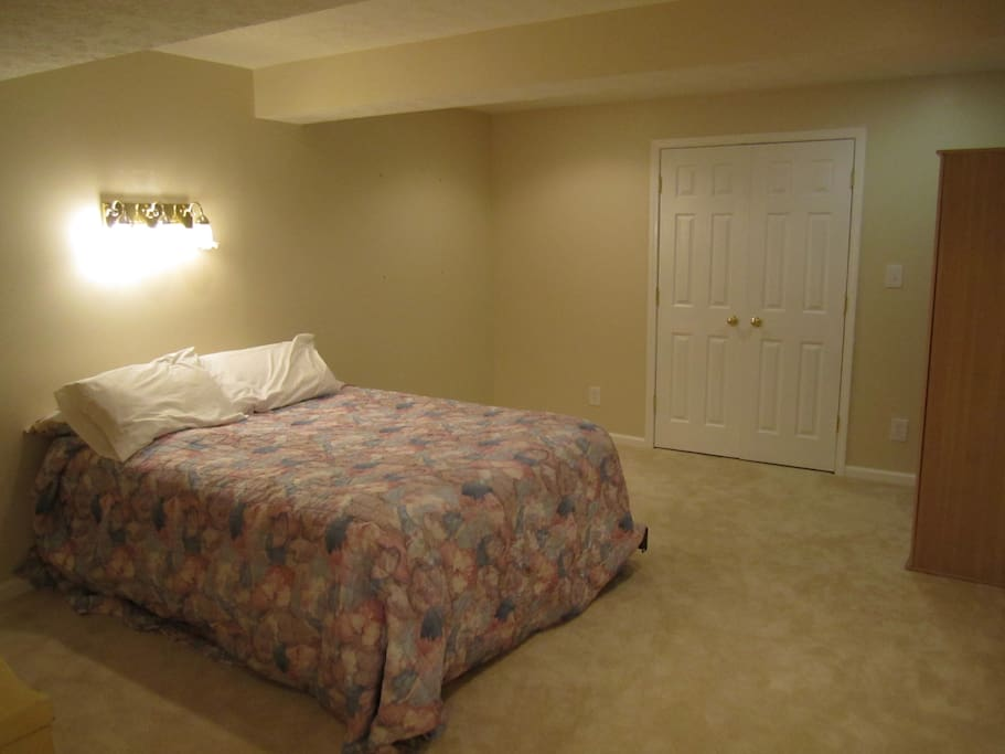 Oh ya, queen bed in a gigantic room, simply breathtaking.