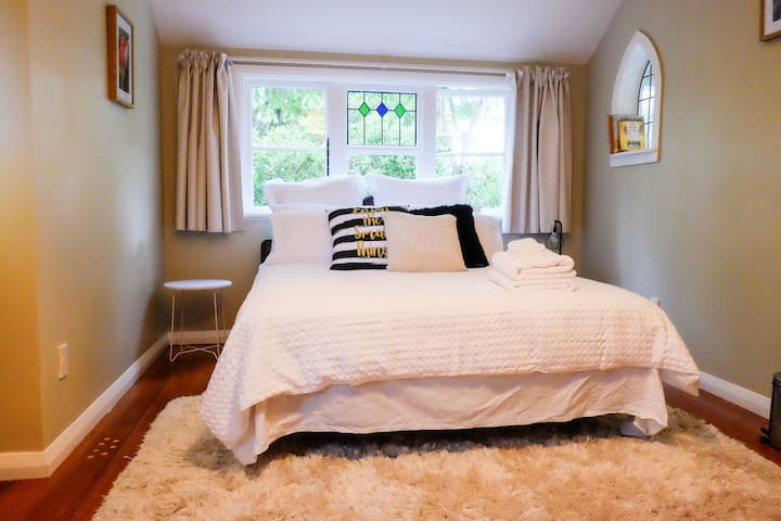 Villa Roo offers a warm and cozy double room. - Martinborough - Βίλα