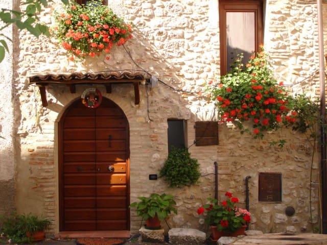 La casa in un Borgo di Montagna - Province of L'Aquila - Huis