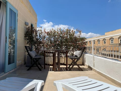 Penthouse & Private Terrace in Historic Townhouse