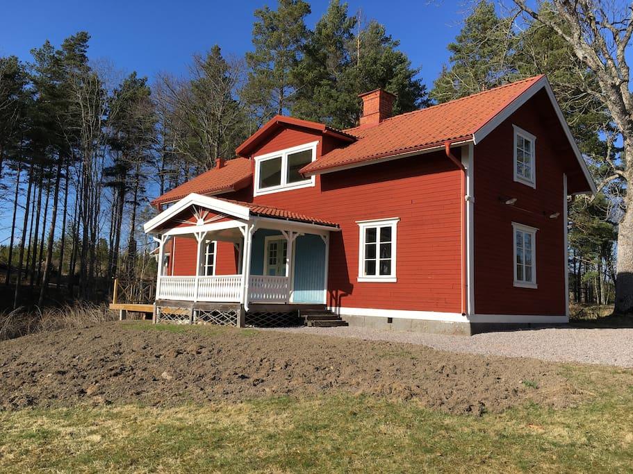 Sjöstugan - eget hus precis vid sjön