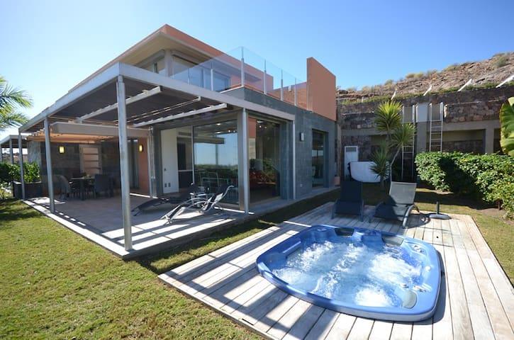 D02GC  Beautiful villa with Jacuzzi