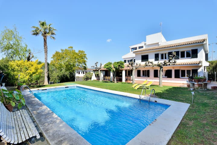 Stunning Spanish Villa by the Sea - Roda de Barà - Casa