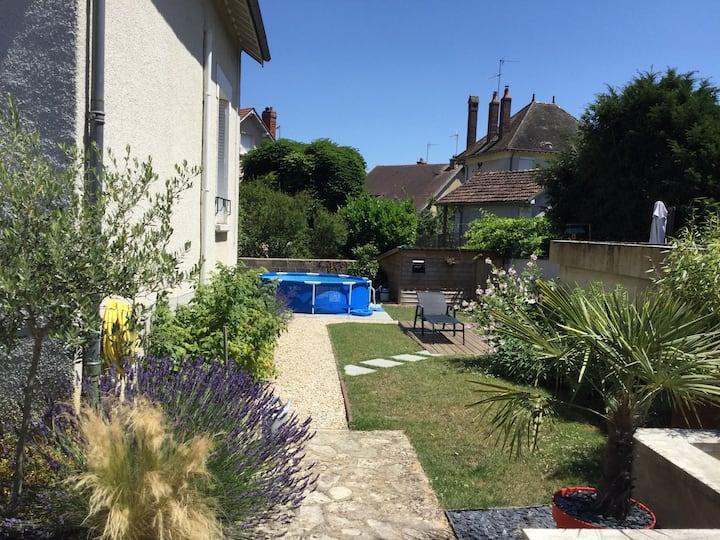 Charmante Maison de Ville avec Jardin et piscine