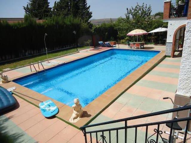 Hab. en villa piscina 20mn Granada - Padul - Bed & Breakfast