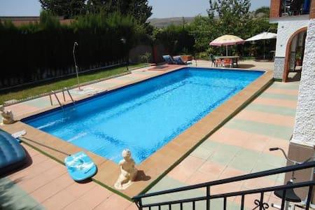 Nice room - villa pool 20mn Granada - Bed & Breakfast