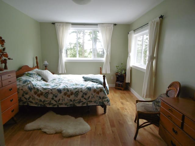 Grouse House B&B ~ Spruce Room - Powell River