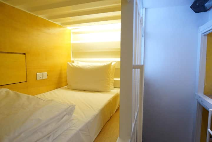 ♥COZY Side Entry SLEEPING POD 1 + FREE WiFi♥