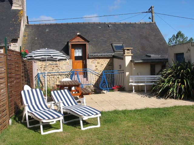 Ideal base for exploring Brittany - Rohan - House