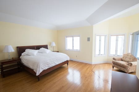 Expansive Master Suite with Stunning Lake Views - Brewerton - 独立屋