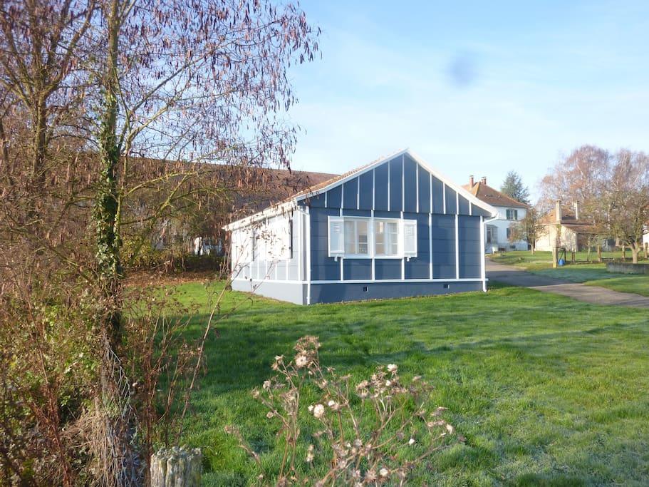 la petite maison au bord de l 39 eau houses for rent in altkirch alsace france. Black Bedroom Furniture Sets. Home Design Ideas