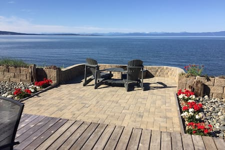 Oceanfront suite with 180 view
