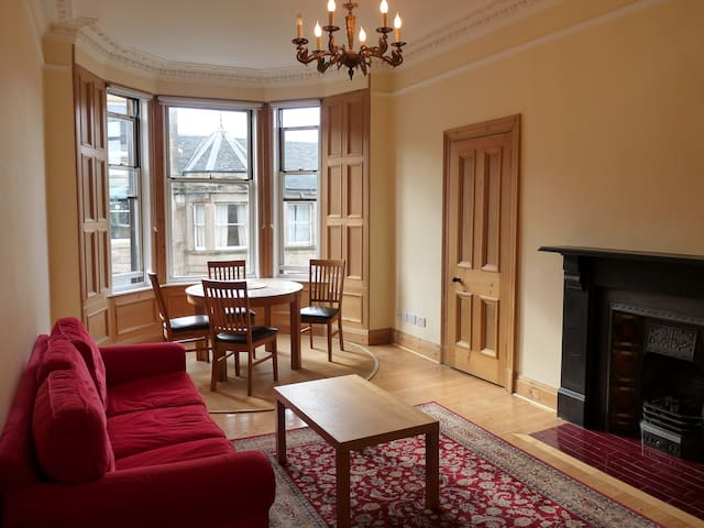 Charming Flat with Castle Views in Morningside - Edimburgo - Apartamento