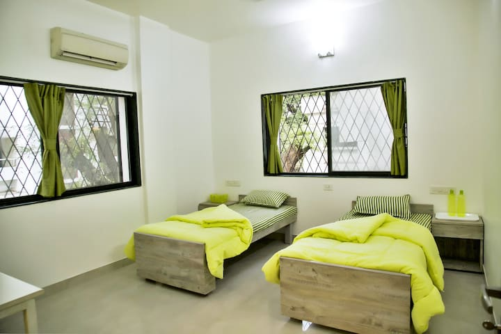 GREEN ROOM in 3 BHK Home Near IYENGAR YOGA INST.