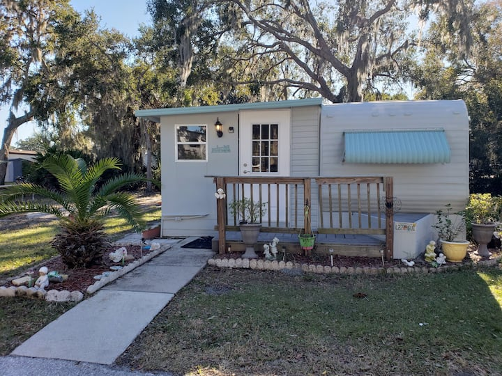 Pet friendly cottage 30 minutes from the beach!