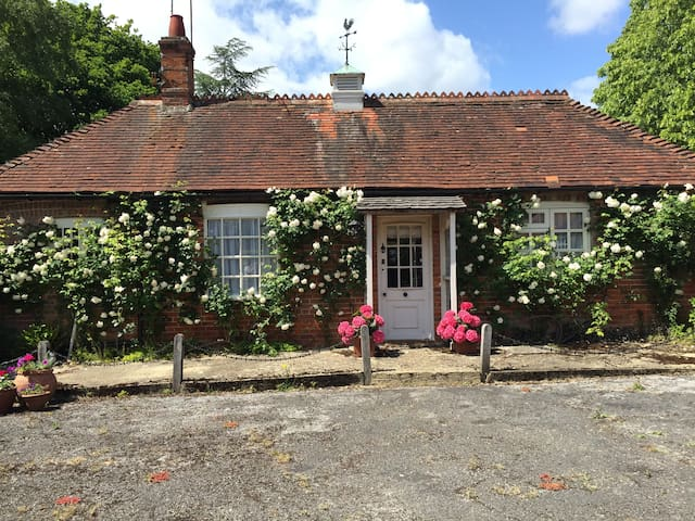 Heywood Cottage - Hampshire