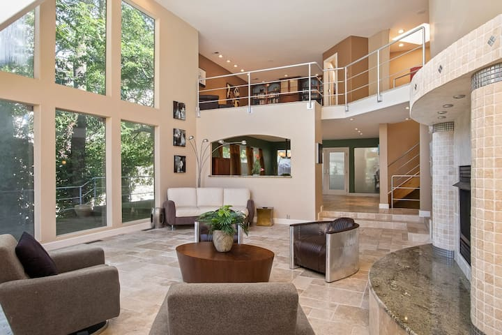 ★Ultra Modern Luxury ★Patio w/ View ★Walk to Plaza