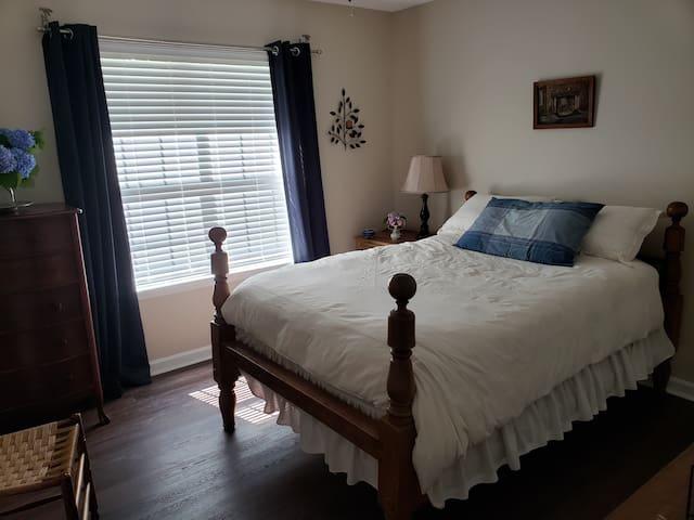 Sleepy Fox Cottage second bedroom