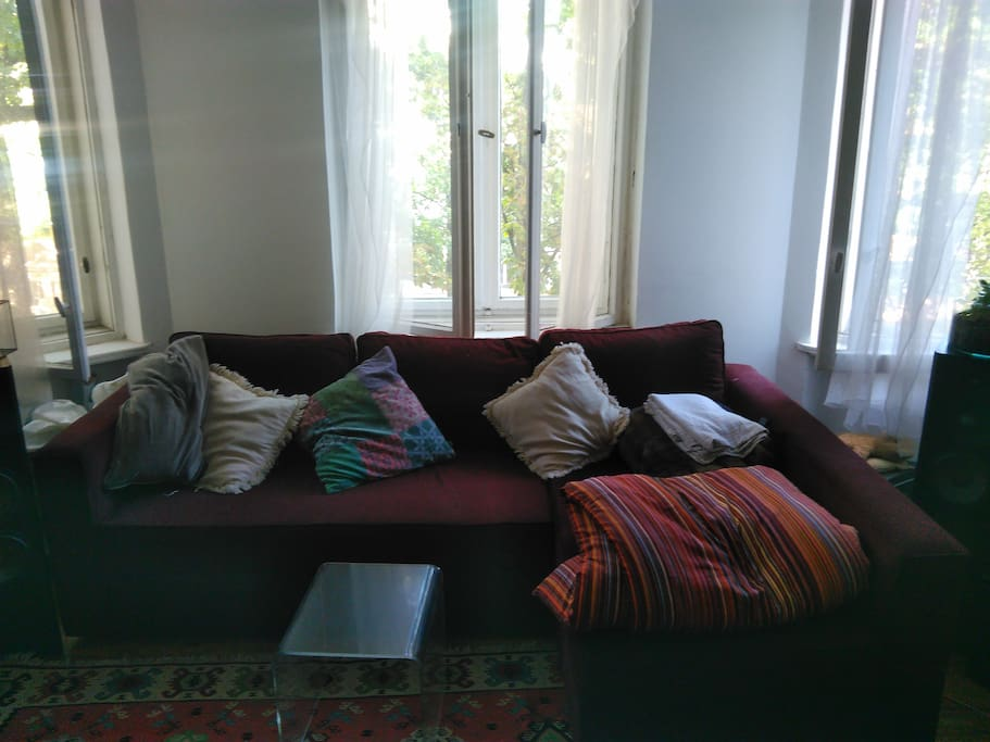 Couch/guestbed (folded)