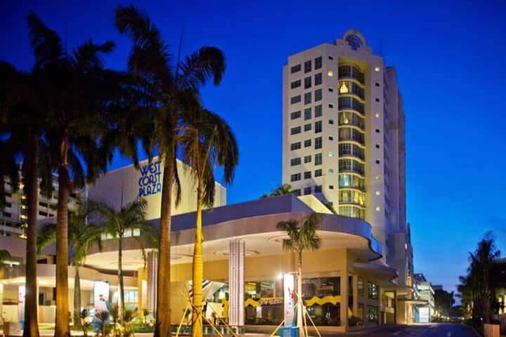 Large 3BR Apartment near West Coast Plaza