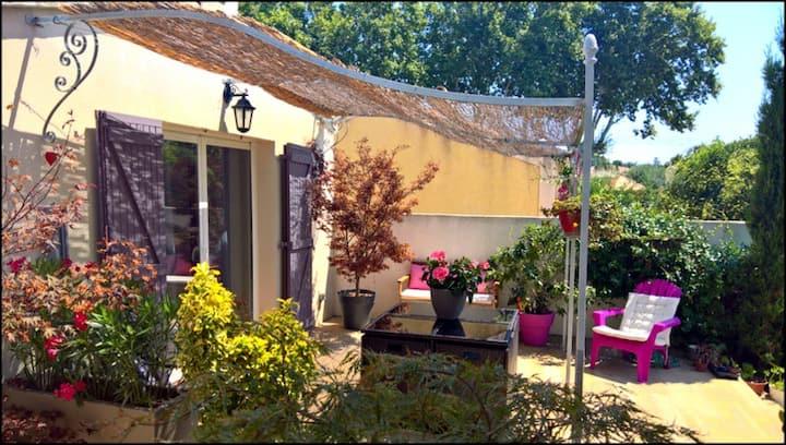 Studio avec terrasse et accès piscine en saison