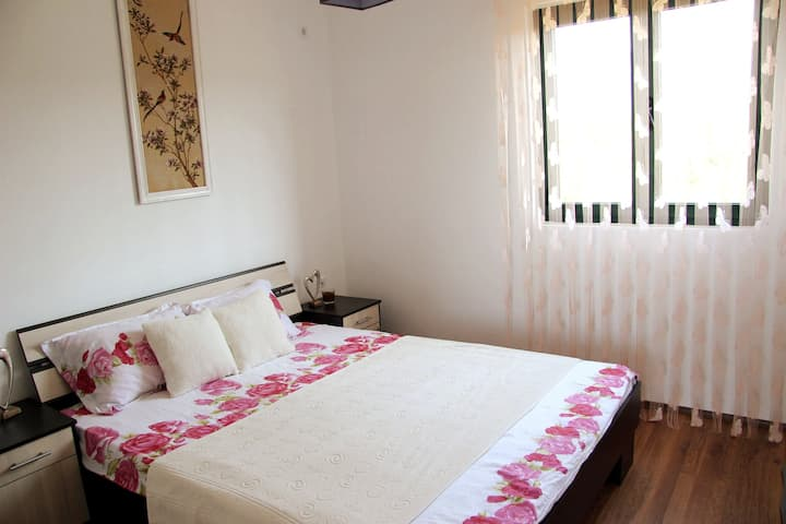 Cozy Pink Room in Villa Elena on the mountain NEW