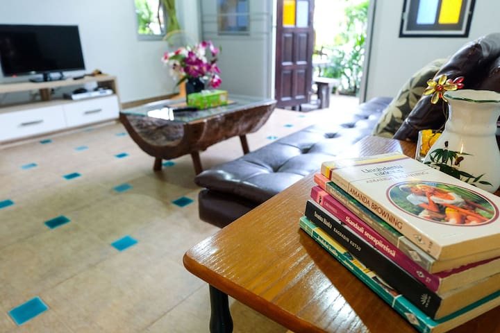 The Yellow House : 2 Mins Walk to the Beach - Tambon Kammala - Appartement