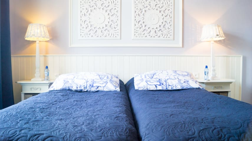 Vondelpark House Bed & Breakfast Room 2.
