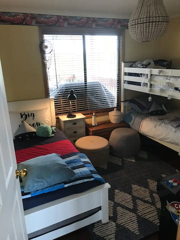 Kids bedroom with single bed and single bunks