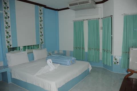SGR: Standard Room (2)
