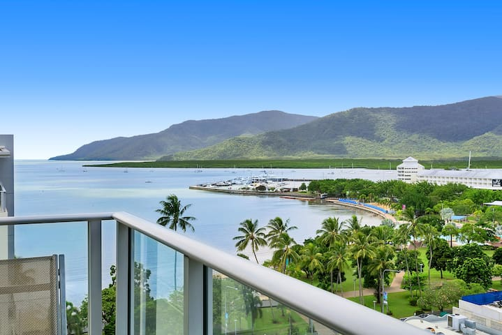 ♦️(124) HIGHEST Ocean Views in Cairns Hotel Room♦️