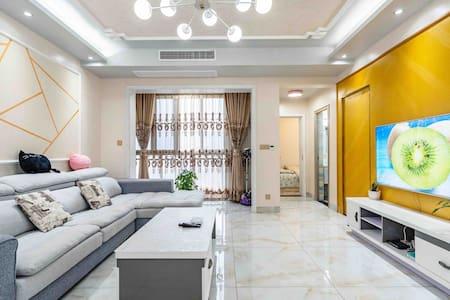 【Airbnb】暖屋两居小屋/临港大学城/二医院/市区/可免费停车