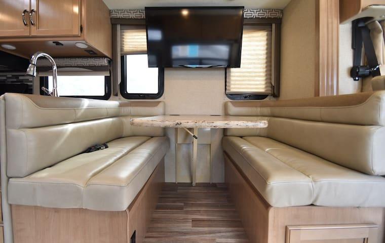 Vineyard Ranch Glamper - 4 BEDS / 2 FULL BATHS