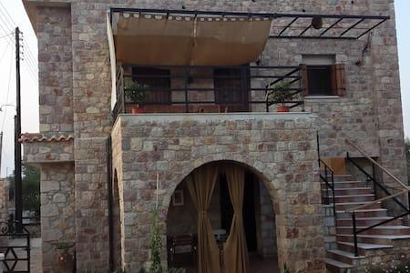 Πέτρινο Υπέροχο Σπίτι Πλύτρα Λακωνίας - Plitra