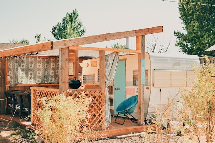 Mermaid Paradise: Vintage Shasta w/Views & Vibes