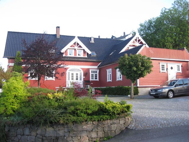 Cosy studioappartment close to the city (no 2) - Kristiansand - Apartamento