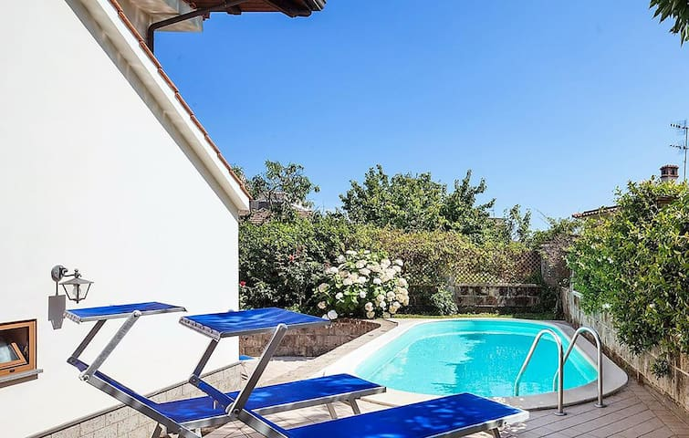 Villa Serena with Private Swimming Pool, garden and Parking in the centre of the Village