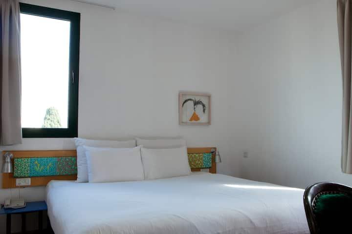 Diaghilev Live Art - Premium Loft with Balcony