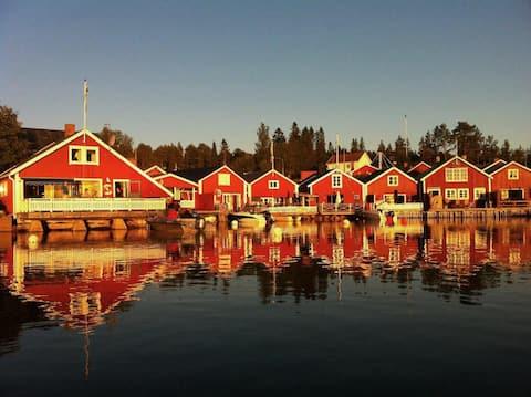 Rymlig sjöbod i Norrfällsviken, Höga Kusten