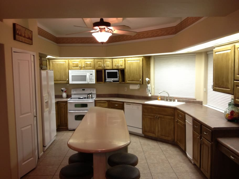 Fully equipped kitchen with extra seating