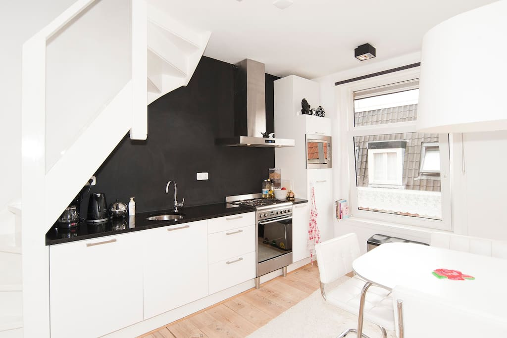 Fancy apartment heart of amsterdam flats for rent in for Design apartment jordaan
