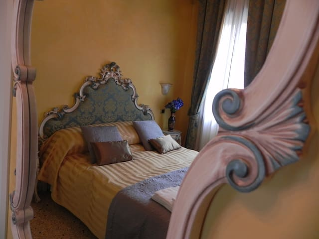 18th century Venetian styled furniture and furnishings