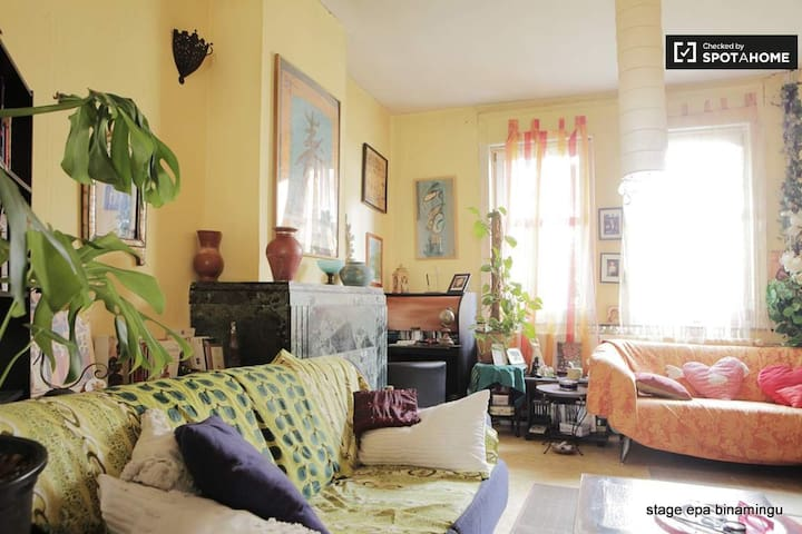 orange room in butterfly house