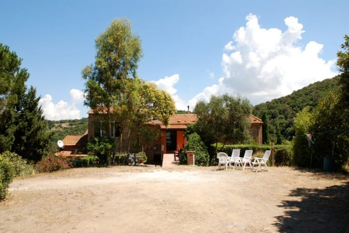 Apt (Leccio) in farmhouse, Tuscany