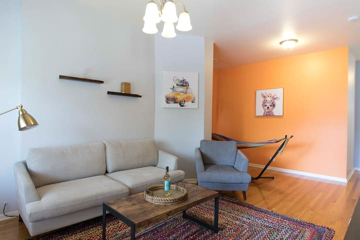 "Winter Break: Spacious 3BR By ""L"", Bus, & Downtown"