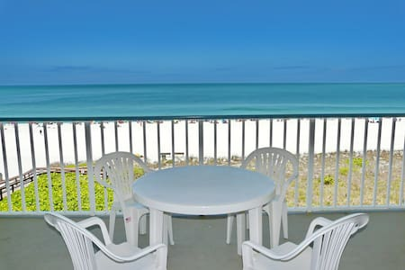 Beachfront gem of a condo w/ spellbinding views - Marco Island