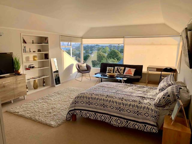 Private & Sunny room at  Northcote point, Auckland