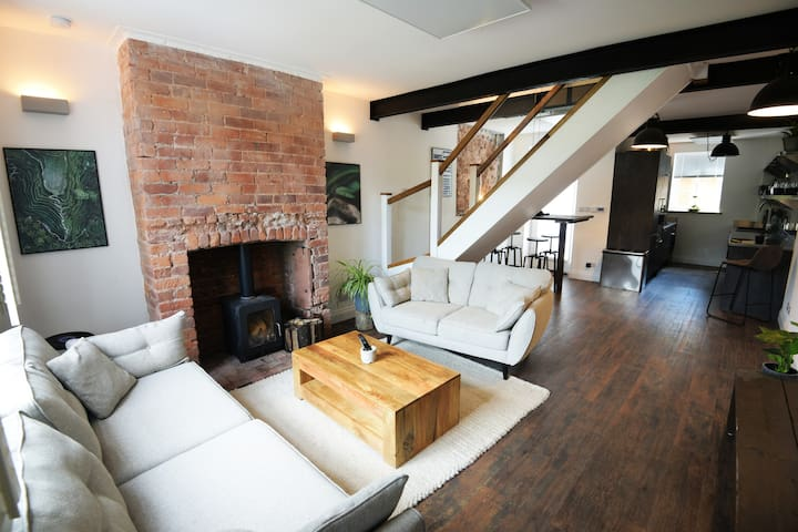 Industrial Cosy Cottage – Gateway to the Lakes
