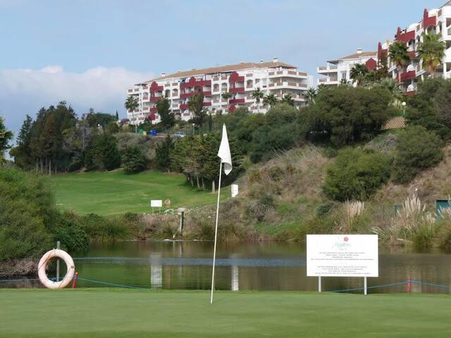 Bâtiment depuis le golf de Miraflores