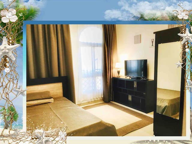 Fully furnished private studio Beach, single Bed